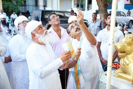 Sri Satguru ji hosting flag at 'Sanatan Dharam Mandir' Dar-e-slaam, Tanzania during Africa tour on 17 April 2015.