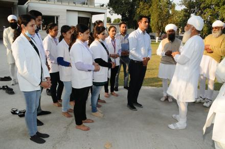 Sri Satguru Ji blessing Jaita Singh during 4th Satguru Jagjit Singh Sammelan 2015Satguru ji with medical camp team during Satguru Jagjit Singh Sangeet Sammelan November 2015