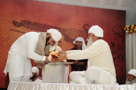 Sri Satguru Ji blessing Mansa Singh during 4th Satguru Jagjit Singh Sammelan 2015