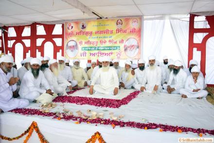 Sri Satguru Ji blessing Sadh Sangat of Jivan Nagar area during Basant Mela on 28 March 2016.