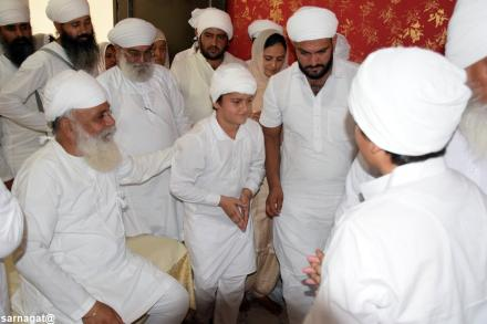 Sri Satguru Ji blessing sadh sangat of Sri Jivan nagar area on 13 September 2015