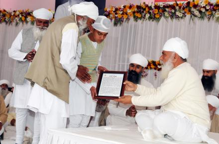 Sri Satguru ji blessing Late. Jathedar Amar Singh Nakora with 'Panth Ratan' for his outstanding contribution to namdhari path, his family receiving his award on his behalf.