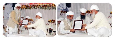 Sri Satguru Ji honoring Jathedar Sudarshan Singh Ji with 'Sewa Sanmaan' and Suba Hardeep Ji (right) with 'Nishkaam sewak' award for their exceptional service