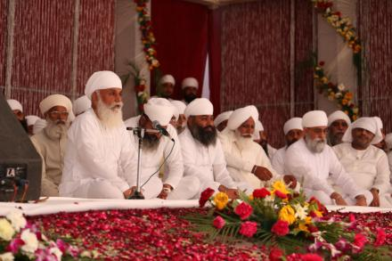 Sri Satguru ji blessing Sadh Sangat during Holla - Mohalla 2016.