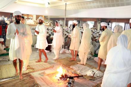 Anand Karaj taking place in the presence of Sri Satguru Uday Singh Ji during Holla-Mohalla 2015