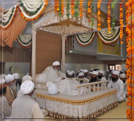 HH Sri Satguru Jagjit Singh Ji During Afternoon in Partap Mandir (Basant Panchmi Mela)