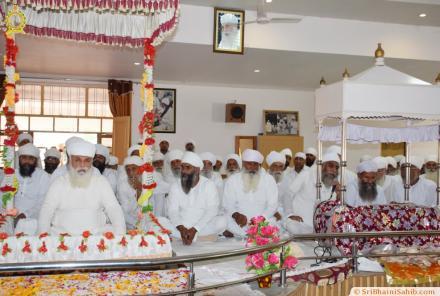 Sri Satguru Ji blessing sadh sangat of Sri Jivan nagar 2015