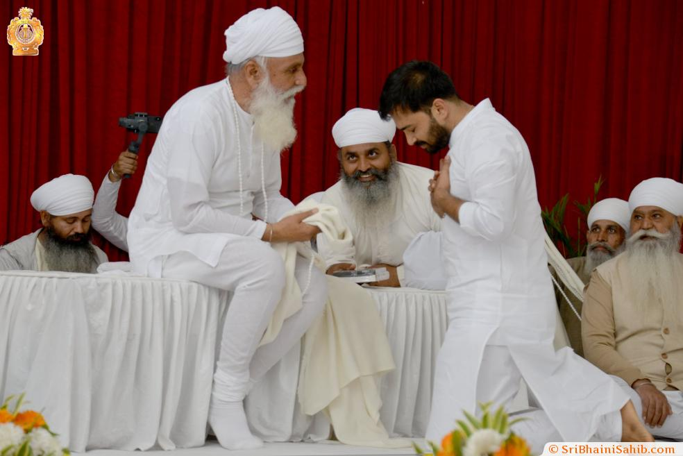 Vidwan Anantha Krishnan, seeking blessings | Satguru Jagjit Singh Sangeet Sammelan 2019