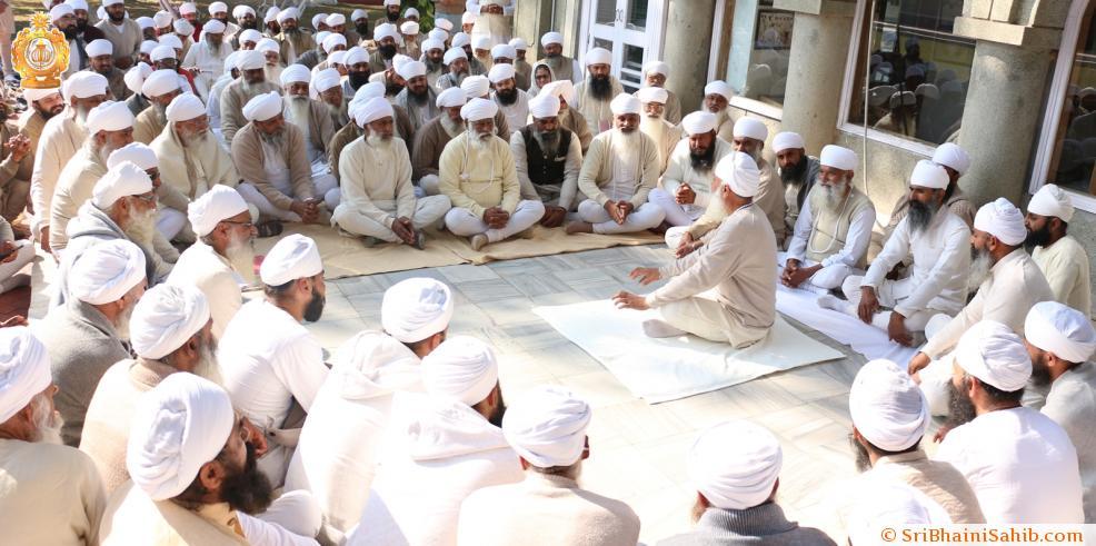 Sri Satguru ji addressing Sadh Sangat during special meeting regarding 200th Birth Anniversary of Sri Satguru Ram Singh Ji (31-12-2015).