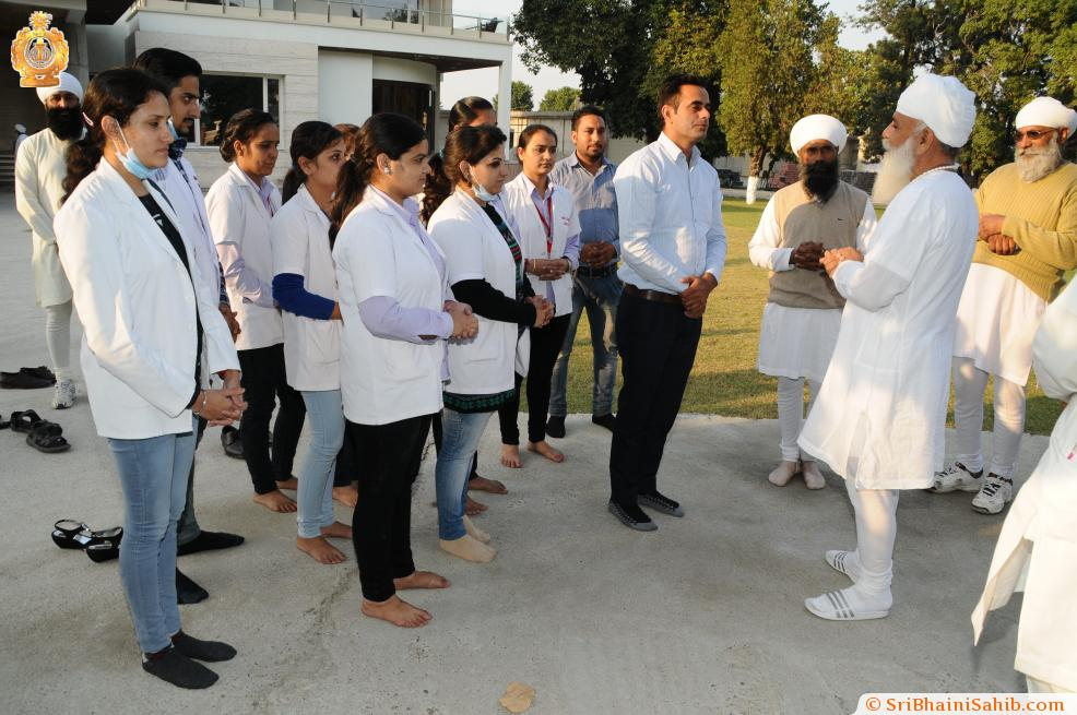 Sri Satguru Ji blessing Jaita Singh during 4th Satguru Jagjit Singh Sammelan 2015Satguru ji with medical camp team during Satguru Jagjit Singh Sangeet Sammelan November 2015