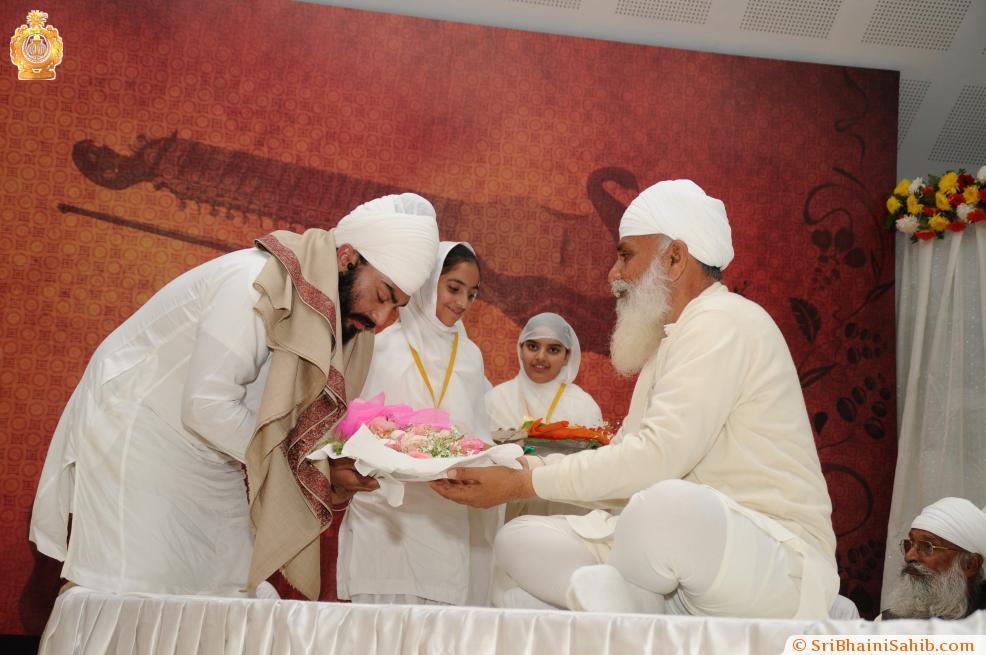 Sri Satguru Ji blessing Jaita Singh during 4th Satguru Jagjit Singh Sammelan 2015