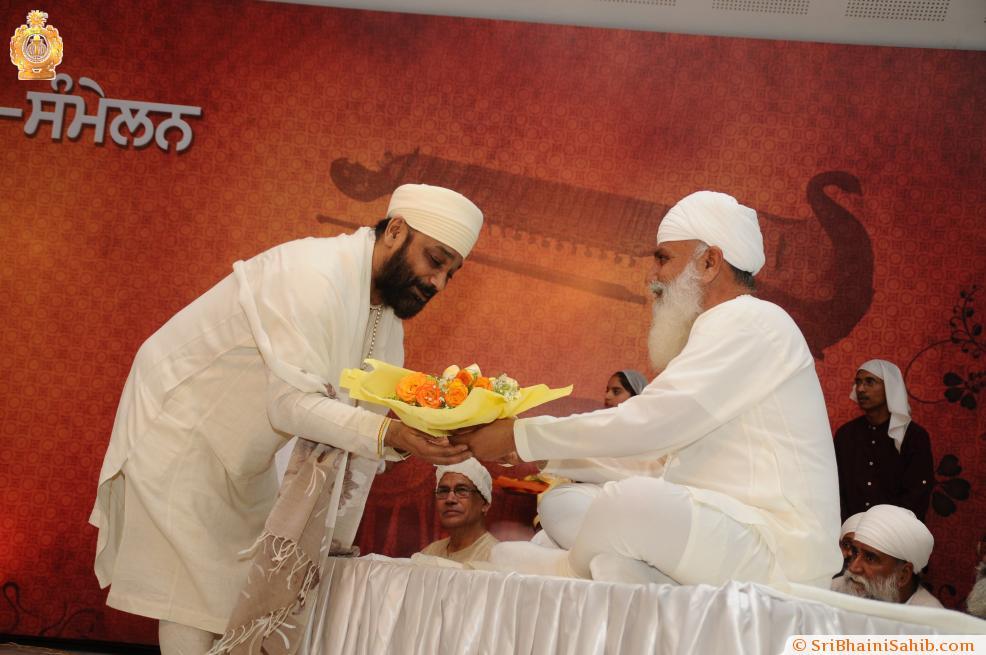 Sri Satguru Ji blessing Ustad Sukhwinder Singh Namdhari during 4th Satguru Jagjit Singh Sammelan 2015